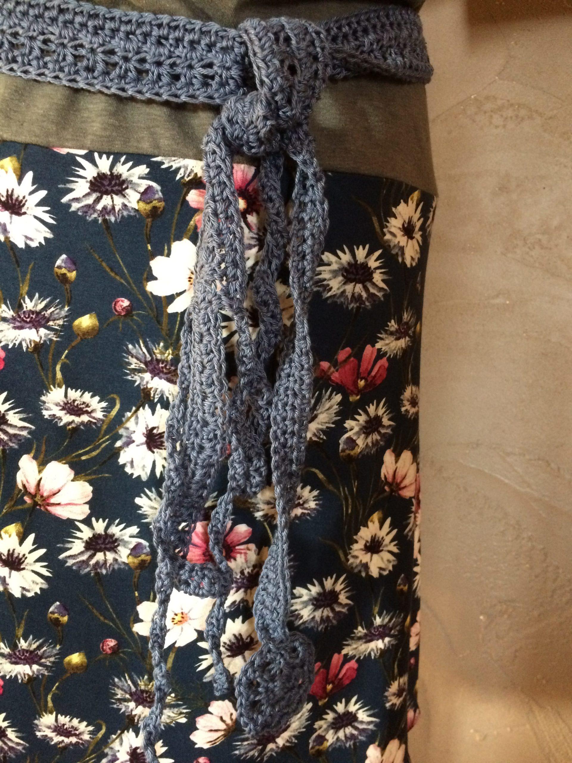 Ceinture robe kaki et fleuri marine