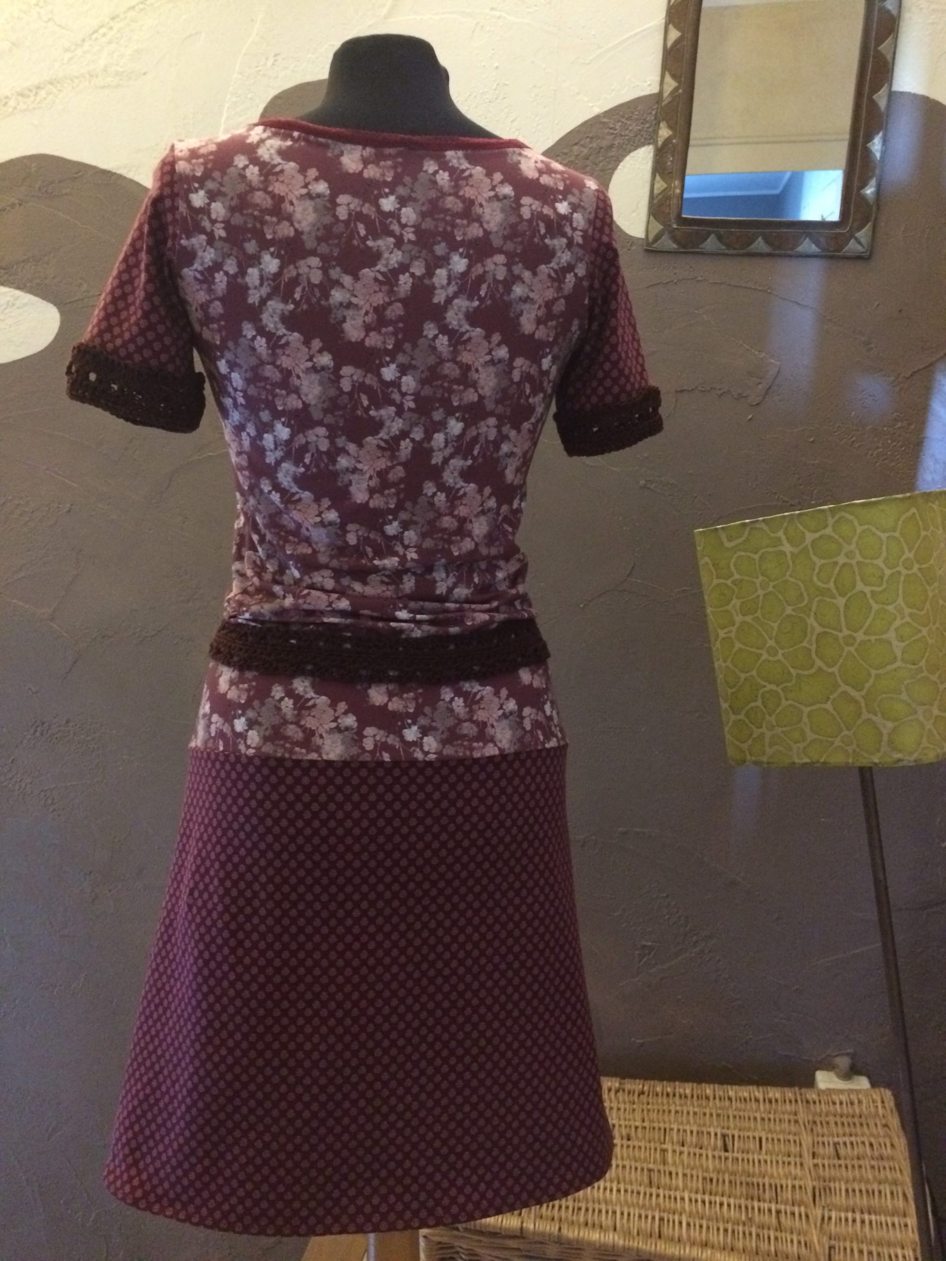 Dos robe framboise et Bordeaux